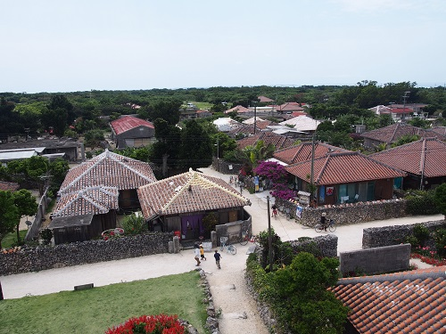 私には夢があります!沖縄に移住して将来は赤瓦の家で子供達に三線を教える事です。