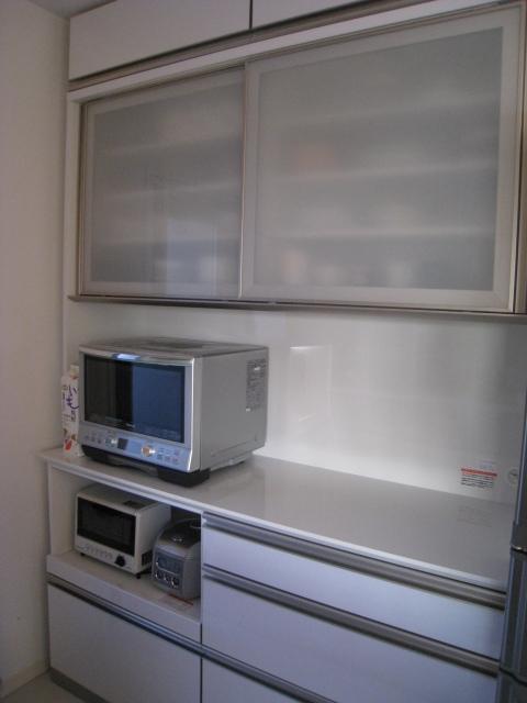 泣く泣くお気に入りの食器棚を手放して沖縄へ。