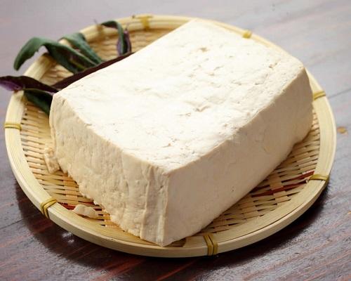 沖縄の豆腐は美味しくてデカイ!!