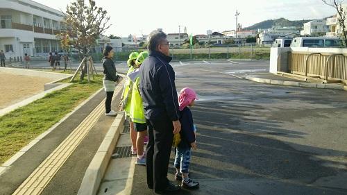 徒歩登校の練習で学校に行くと校長先生が算数を教えてくれた!