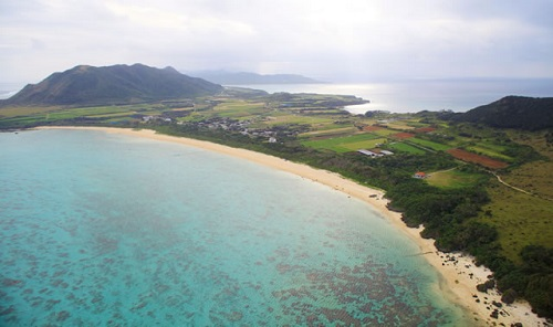 沖縄の「青い空、青い海、白い砂浜」の出来たワケを知ってる?