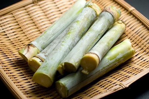 知っていました?沖縄県の農産業1位は、サトウキビなんです。