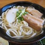 1日に15万食!沖縄県民のソウルフード「沖縄そば」は関西人も大好き。