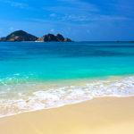 慶良間諸島のケラマブルーを見に行くなら、スカイツアーズがオススメです。