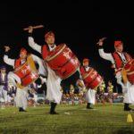 沖縄のエイサーは、もともと現世に戻る祖先の霊を送迎するための踊り。