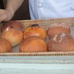 宮古島で行列が絶えないパン屋さんといえば・・・「モジャのパン」。